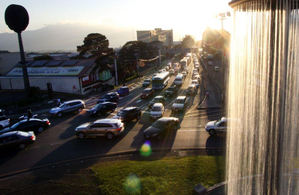 Diputada propone prohibir importación de vehículos de gasolina para 2030