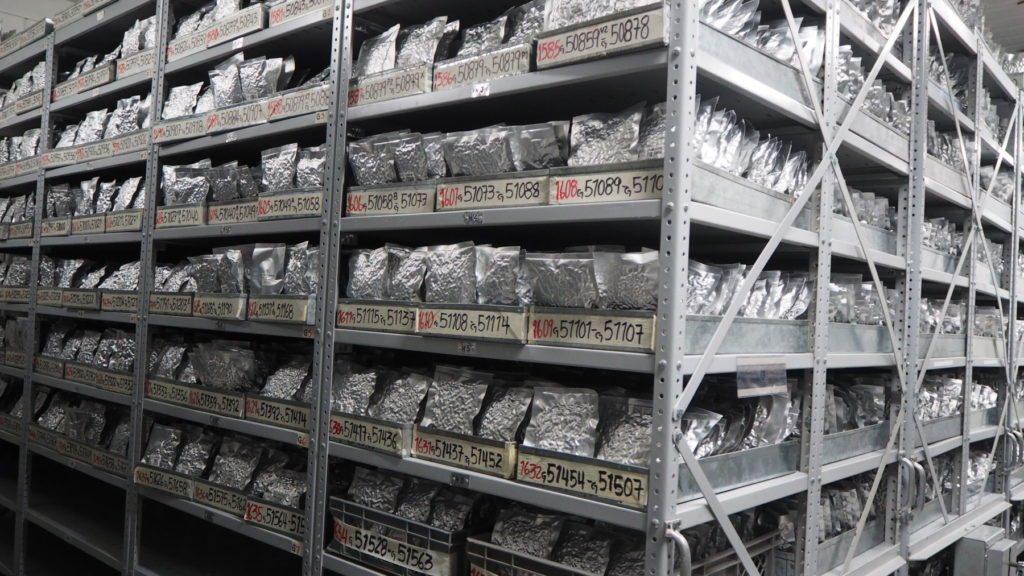 En el sótano de un viejo laboratorio cerca de la ciudad colombiana de Cali, hay 38.000 muestras de frijoles, almacenados a una temperaturas de menos 20 grados centígrados.