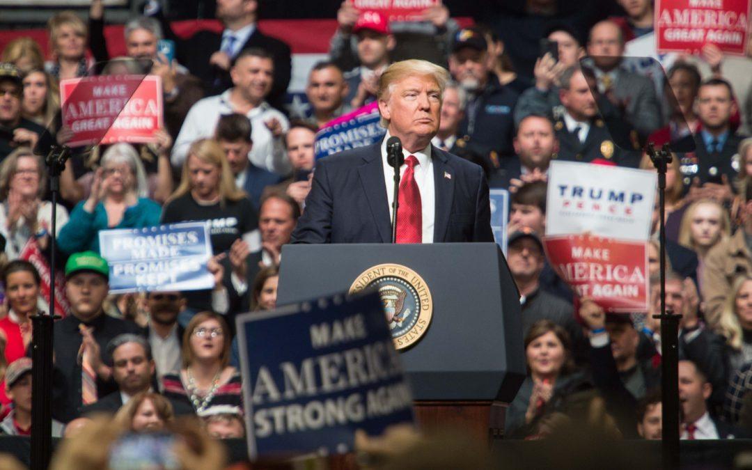Trump revisará la normativa medioambiental del sector automóvil