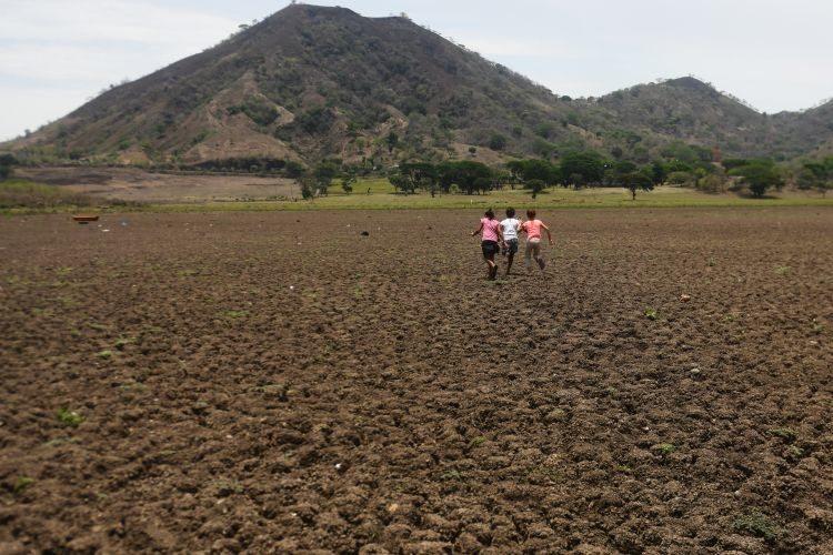 Una laguna se esfuma en Guatemala y con ella parte la esperanza