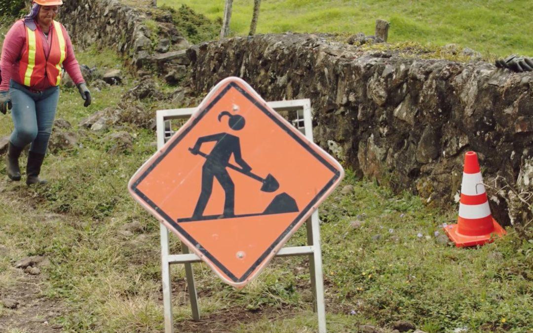 El 38% del personal de las microempresas es femenino Mujeres incursionan cada vez más en el mantenimiento de caminos
