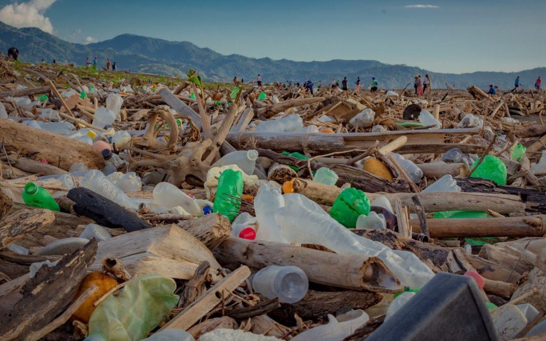 La mayoría de los desechos provienen de la Gran Área Metropolitana Voluntarios lidian con una pandemia de basura en las costas